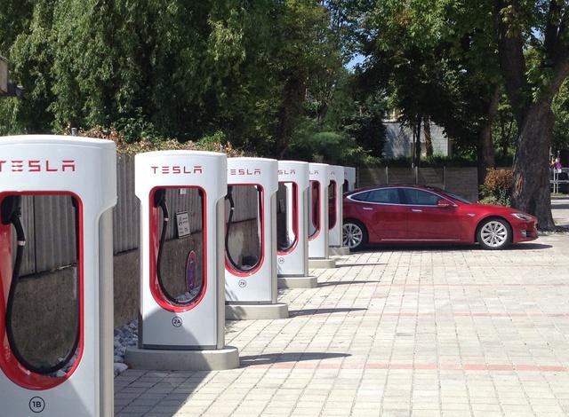 Tesla, St. Pölten